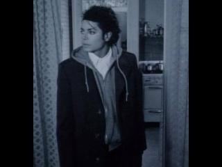 "Immagini era ""BAD"" - Pagina 3 MJ-michael-jackson-17922711-320-240"