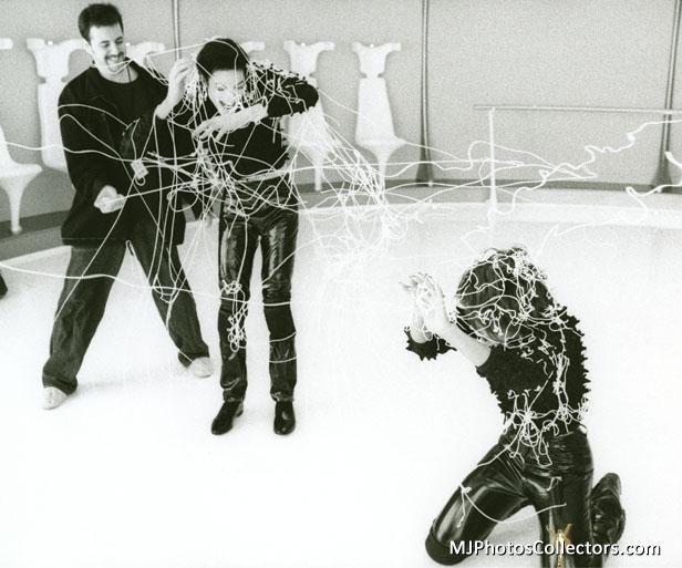Raridades: Somente fotos RARAS de Michael Jackson. - Página 6 MJ-michael-jackson-18110025-616-513