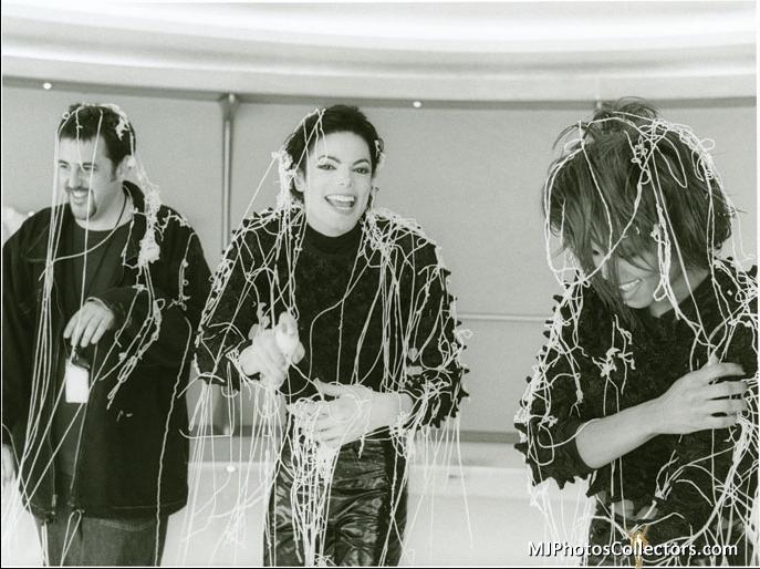 Raridades: Somente fotos RARAS de Michael Jackson. - Página 6 MJ-michael-jackson-18110029-687-514