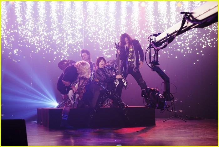 I'm in the band - Page 3 I-m-out-of-the-Band-im-in-the-band-18398678-700-469