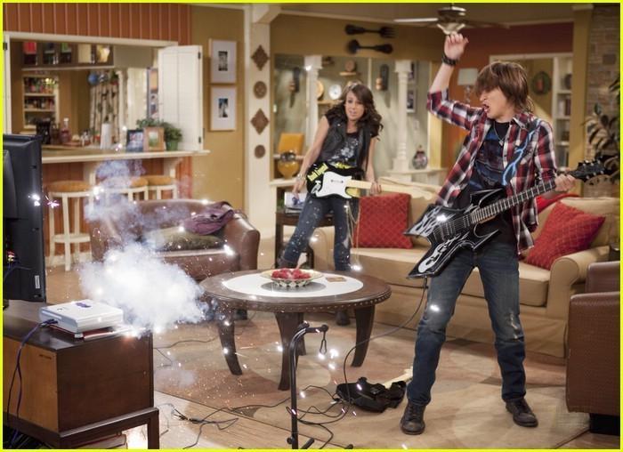 I'm in the band - Page 3 I-m-out-of-the-Band-im-in-the-band-18398696-700-508