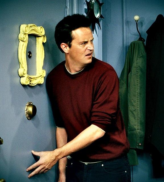 Top 5 personajes favoritos de series Chandler-Bing-friends-19337886-577-640