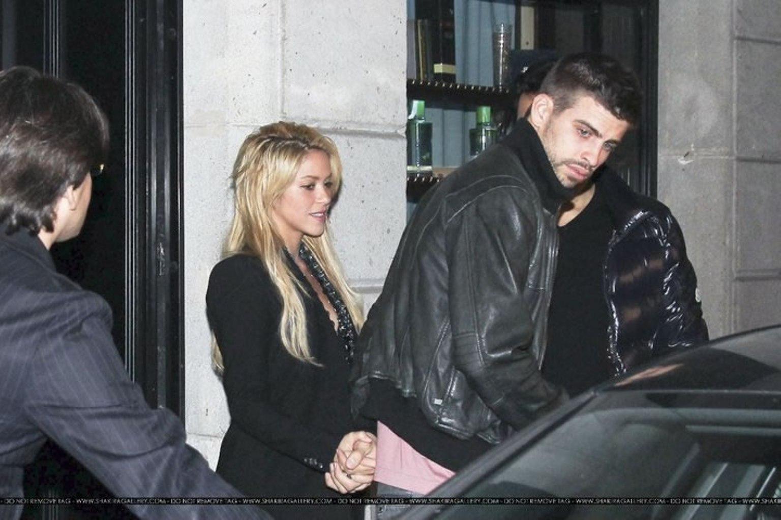 Shakira and Pique. - Page 2 Gerard-Piqu-Shakira-and-brother-gerard-pique-19520952-1536-1024