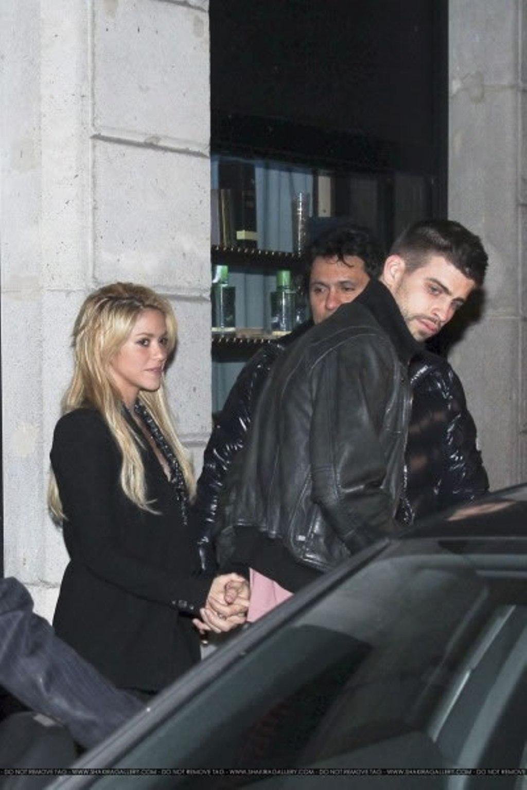 Shakira and Pique. - Page 2 Gerard-Piqu-Shakira-and-brother-gerard-pique-19520953-1024-1536