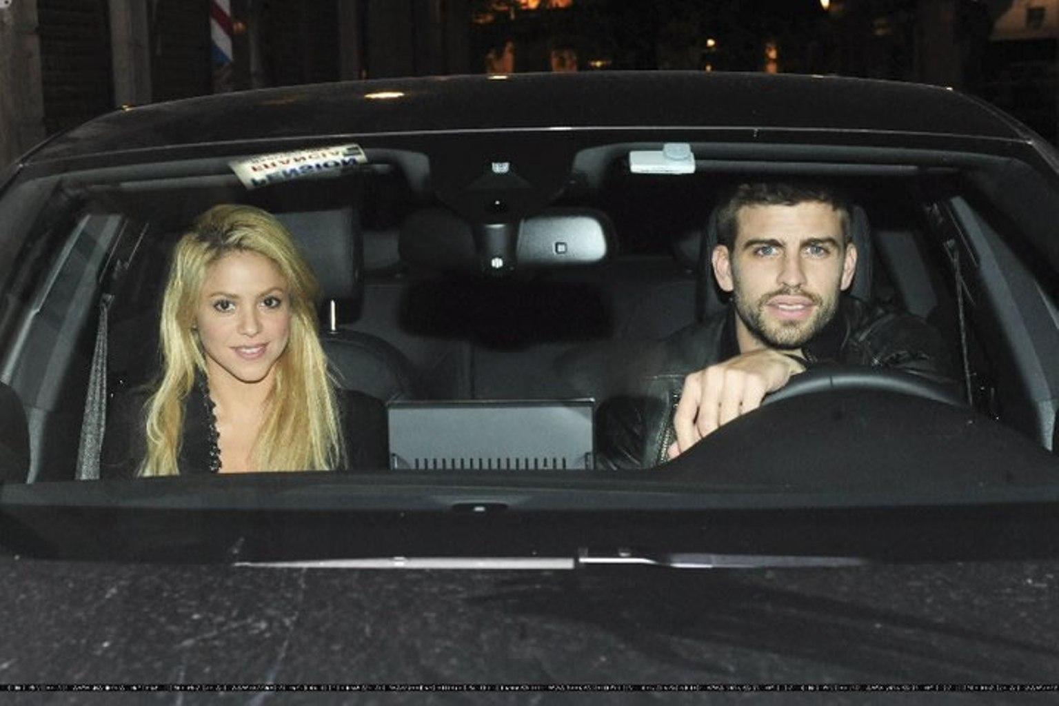 Shakira and Pique. - Page 2 Gerard-Piqu-Shakira-and-brother-gerard-pique-19520954-1536-1024