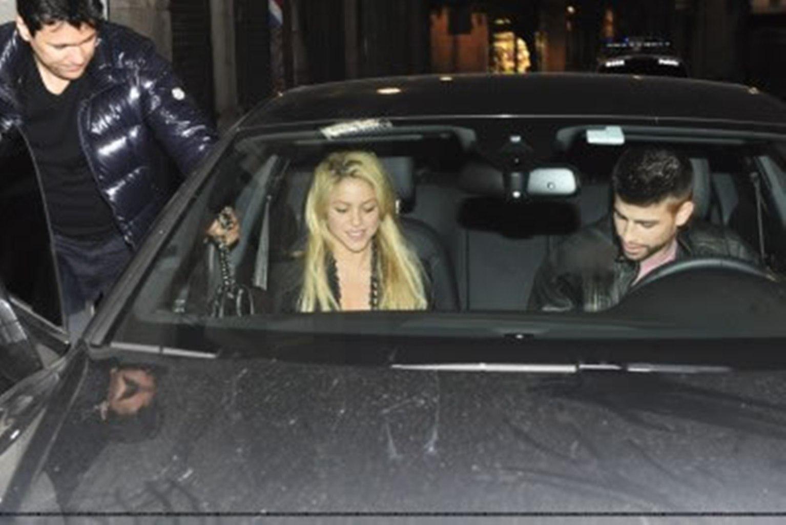 Shakira and Pique. - Page 2 Gerard-Piqu-Shakira-and-brother-gerard-pique-19520955-1534-1024