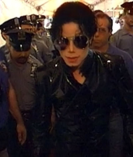 "Immagini era ""HISTORY"" - Pagina 8 Gorgeous-MJ-michael-jackson-20387930-427-502"