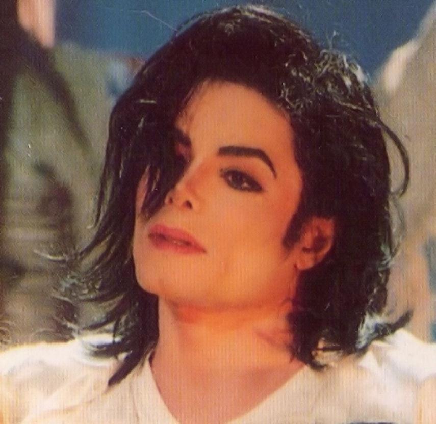 "Immagini era ""HISTORY"" - Pagina 8 Gorgeous-MJ-michael-jackson-20387964-855-832"