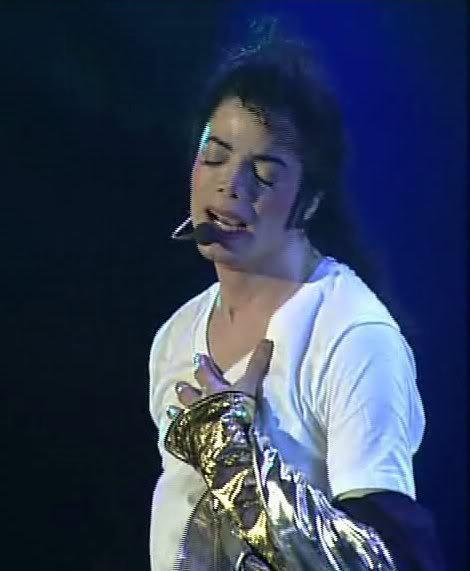 "Immagini era ""HISTORY"" - Pagina 9 Dreamy-Michael-Jackson-michael-jackson-20644480-470-571"