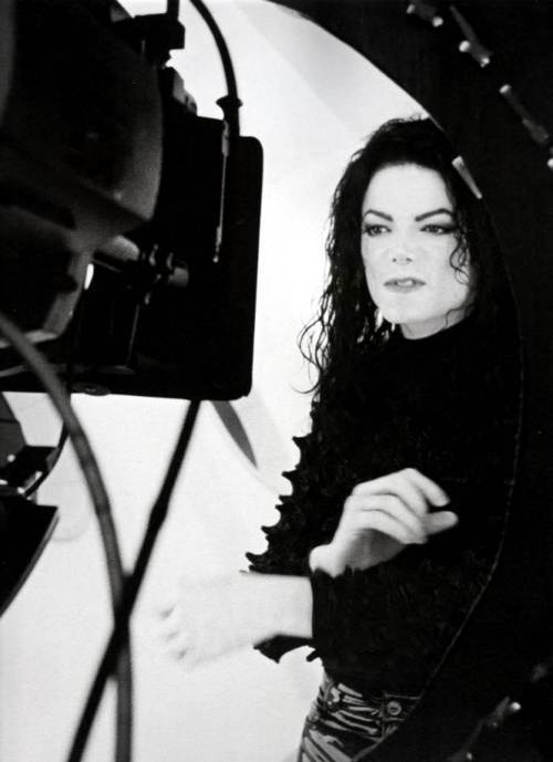 "Immagini era ""HISTORY"" - Pagina 9 Michael-Jackson-michael-jackson-21044934-500-689"
