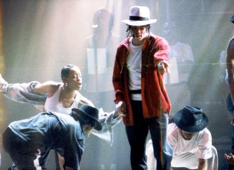 Raridades: Somente fotos RARAS de Michael Jackson. Mikey-michael-jackson-22055823-800-581