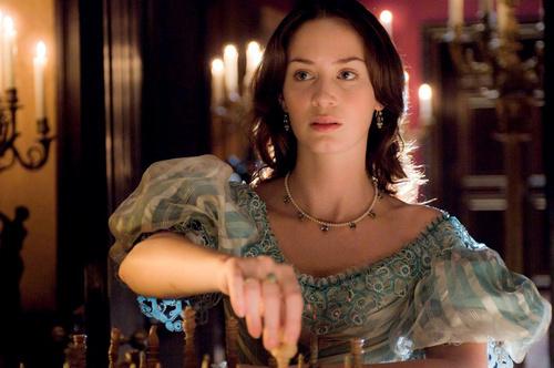 მსახიობები ,რომლებსაც დედოფლის როლი უთამაშნიათ !!! The-Young-Victoria-period-drama-fans-22136585-500-332
