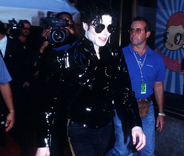"Immagini era ""HISTORY"" - Pagina 9 -MTV-AWARDS-1995-MICHAEL-YOU-ROCK-MAN-michael-jackson-22461825-613-521"