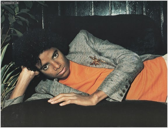 "Immagini era ""OFF THE WALL"" - Pagina 40 Michael-Jackson-off-the-wall-era-22451388-576-441"