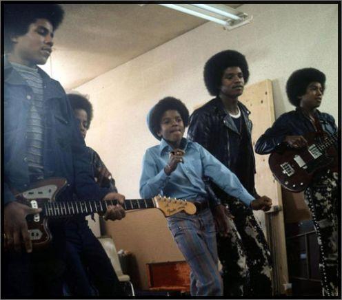Raridades: Somente fotos RARAS de Michael Jackson. -MJ-michael-jackson-23381032-496-436