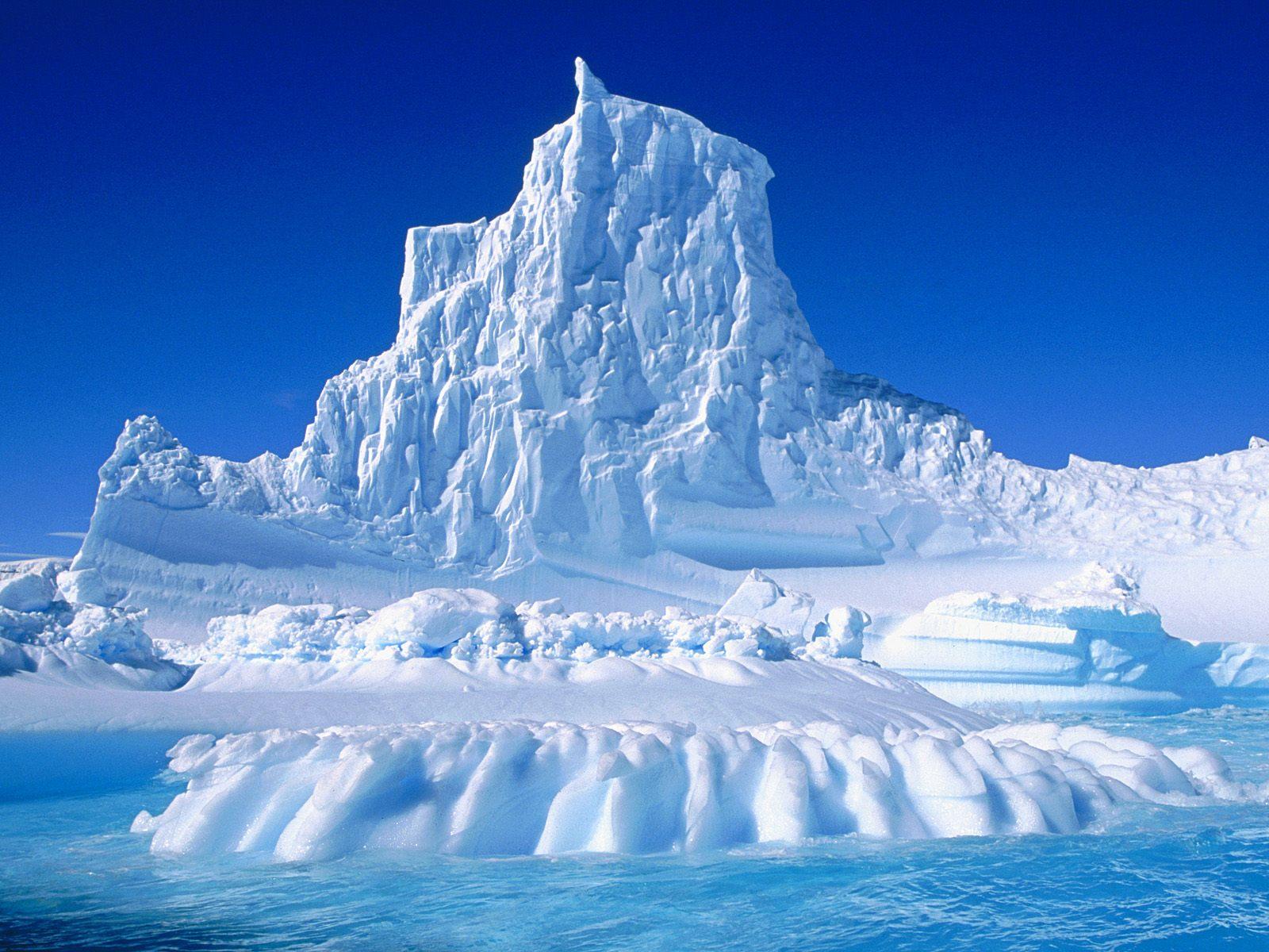 Guerra de imagenes! - Página 4 Eroded-Iceberg-in-the-Lemaire-Channel-antartica-23340741-1600-1200