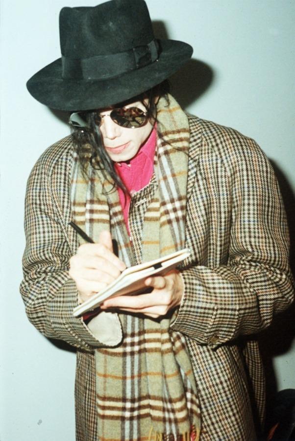 Raridades: Somente fotos RARAS de Michael Jackson. - Página 2 MJJ-michael-jackson-23669716-602-901