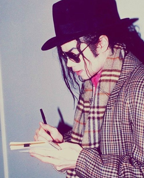 Raridades: Somente fotos RARAS de Michael Jackson. - Página 2 MJJ-michael-jackson-23669795-498-614