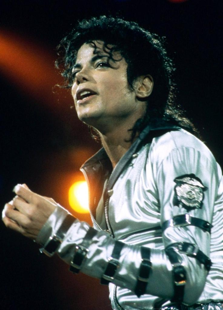 "Immagini vietate ai ""deboli di cuore"" - Pagina 39 MJ-the-king-of-pop-23906422-736-1024"