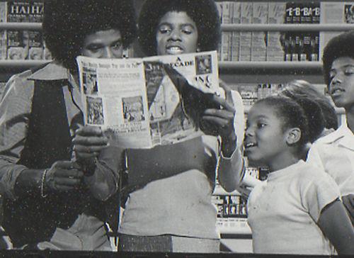 Raridades: Somente fotos RARAS de Michael Jackson. - Página 5 Rare-michael-and-janet-jackson-24161040-500-364