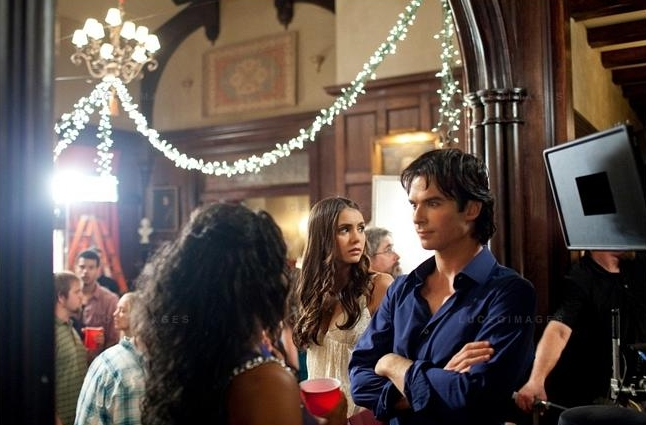 Nuotraukos iš 3 TVD sezono. Behind-the-scenes-damon-and-elena-24450957-646-425