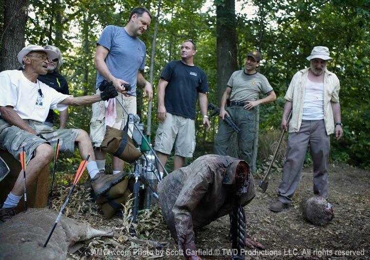 The Walking Dead [ Todo sobre la serie ] TWD-Behind-the-Scenes-the-walking-dead-24525720-760-535