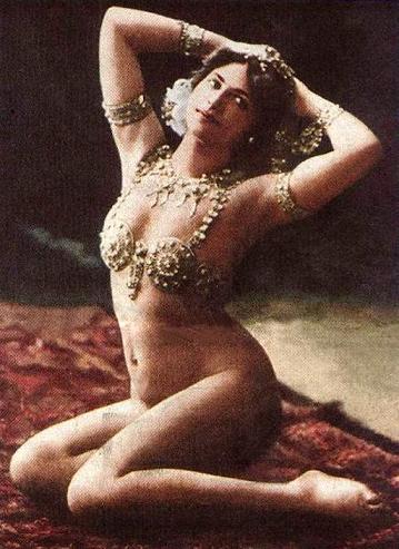 Mata Hari danseuse espionne MH_Seated1