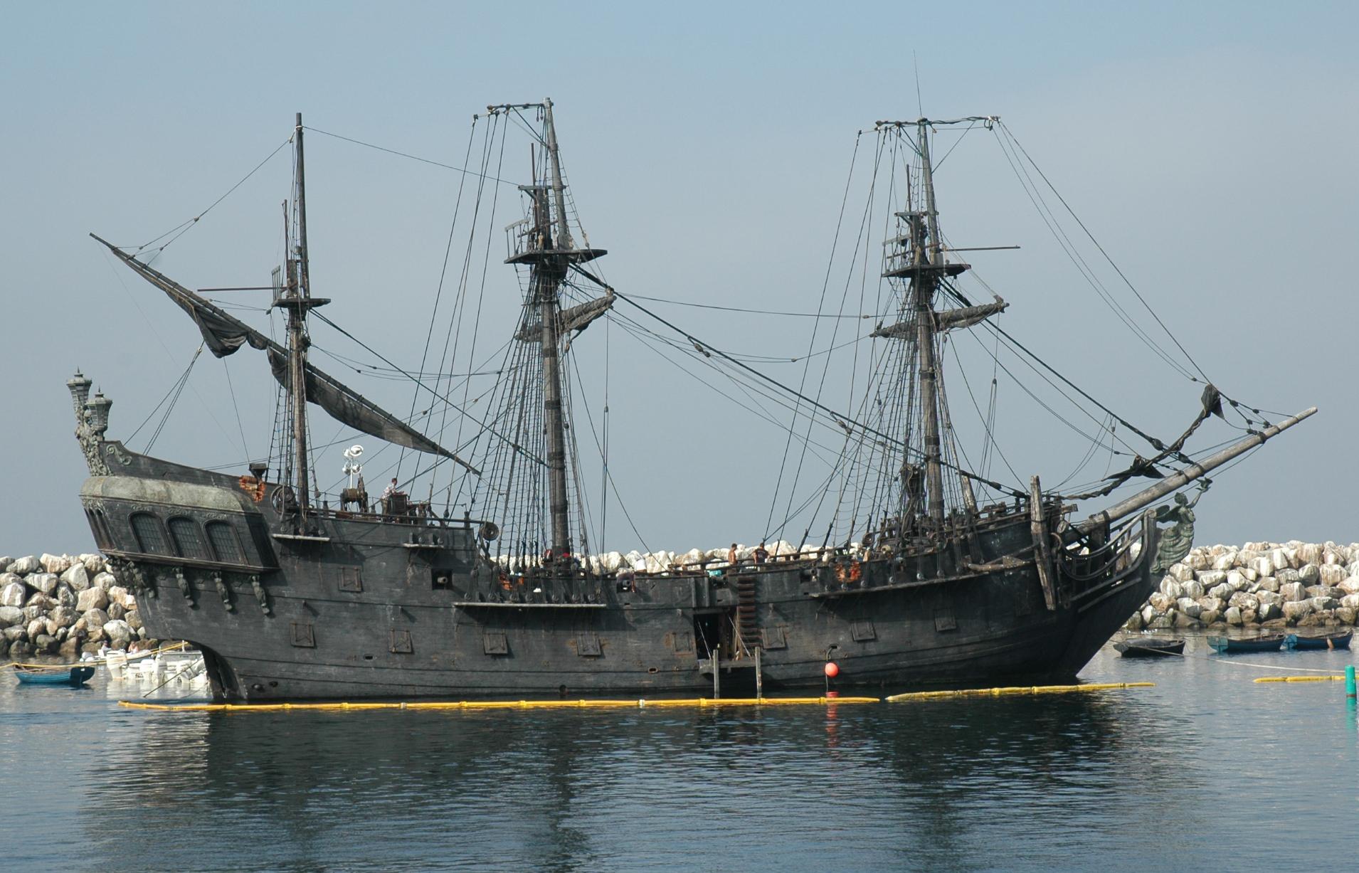 صفقة السفينة الشراعية  di Amerigo Vespucci للبحرية الجزائرية - صفحة 2 Black-pearl