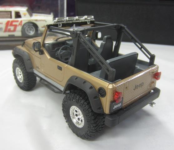Une modèle à Denis!!! Jeep Rubicon entre 2003 et 2006 de Revell. 005-vi