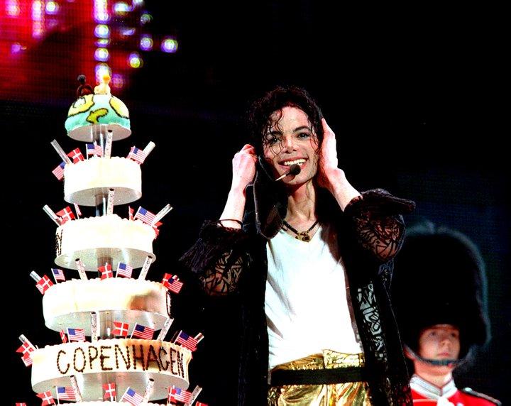 """Immagini vietate ai """"deboli di cuore"""" Happy-Birthday-Michael-I-LOVE-YOU-michael-jackson-24904115-720-572"""
