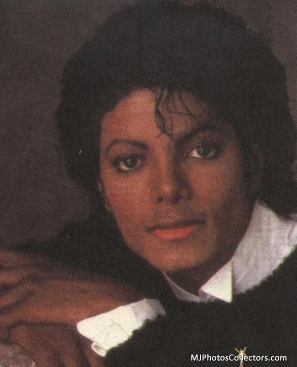 """Immagini vietate ai """"deboli di cuore"""" - Pagina 2 Victory-Black-Sweater-1984-michael-jackson-25041635-588-726"""