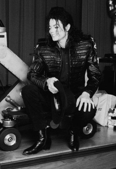 Raridades: Somente fotos RARAS de Michael Jackson. - Página 2 We-miss-you-michael-jackson-25214183-390-571