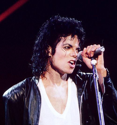 "Immagini era ""BAD"" - Pagina 12 MJ-michael-jackson-25756421-500-531"
