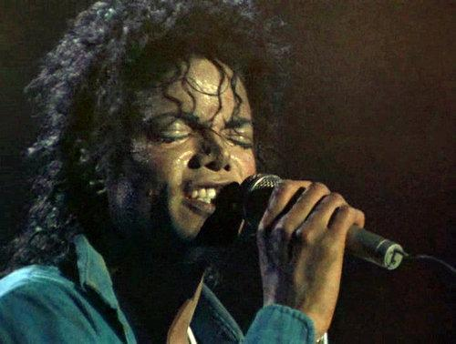 """Immagini era """"BAD"""" - Pagina 12 There-s-something-special-to-you-babe-michael-jackson-25988348-500-378"""