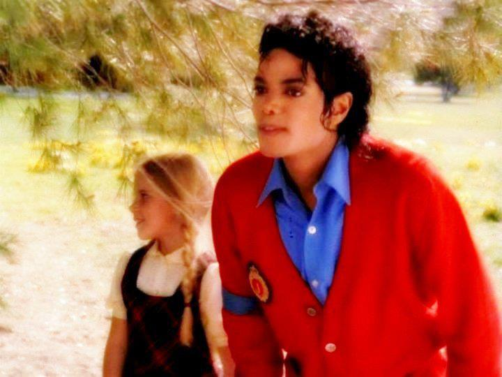 """Immagini era """"BAD"""" - Pagina 12 There-s-something-special-to-you-babe-michael-jackson-25988352-720-540"""