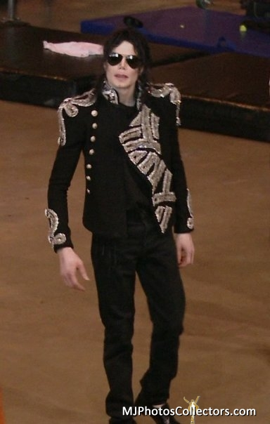 "Immagini era ""THIS IS IT"" - Pagina 23 World-s-Most-Perfect-Man-Ever-michael-jackson-26420128-384-604"
