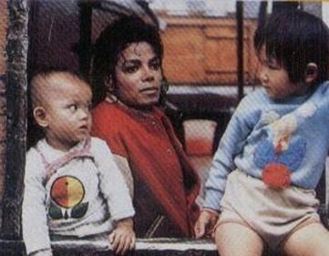 Raridades: Somente fotos RARAS de Michael Jackson. - Página 4 Rare-Beautiful-pictures-of-our-KING-michael-jackson-27445981-361-281