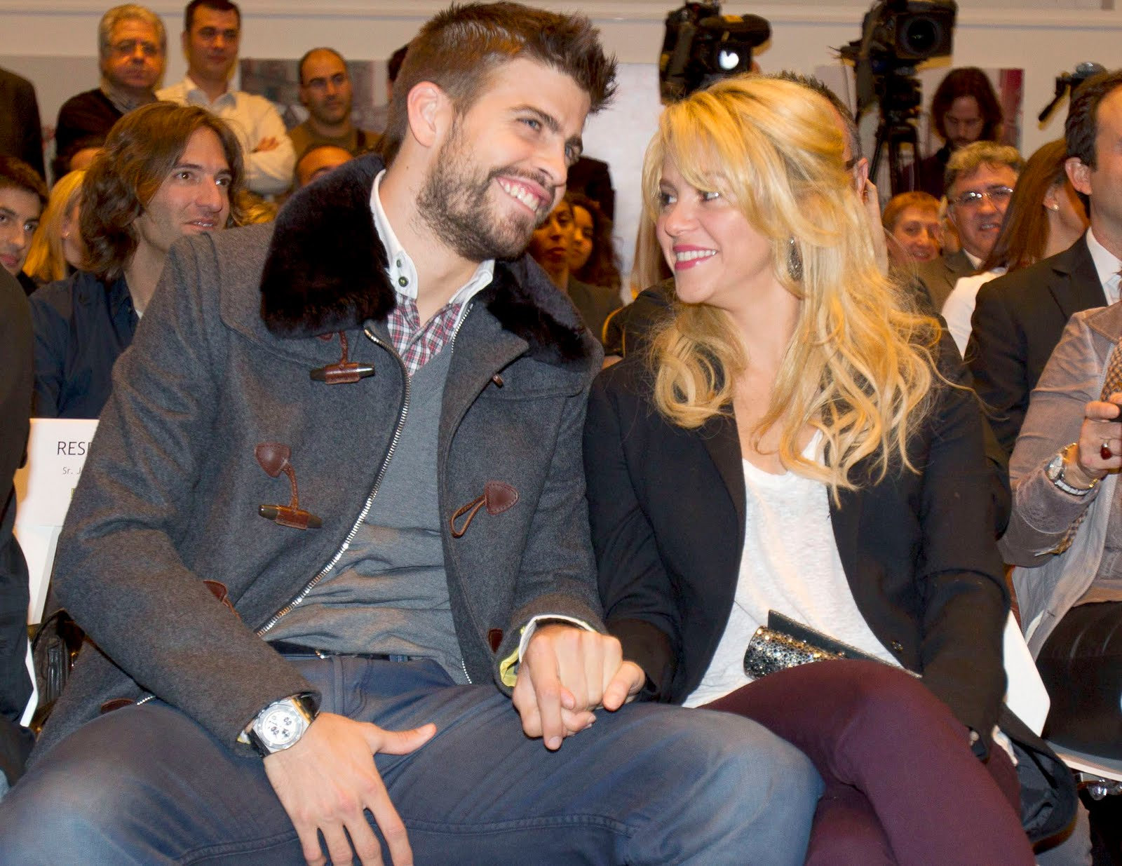 Shakira and Pique. - Page 3 Shakira-piqu-mother-gerard-pique-27488489-1600-1235
