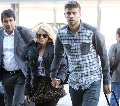 Shakira and Pique. - Page 2 Ridiculous-couple-gerard-pique-28267753-500-444