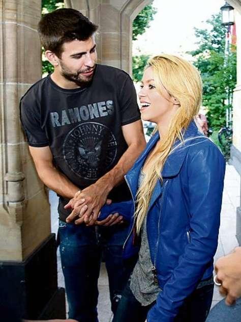 Shakira and Pique. - Page 2 Shakira-piqu-nnn-gerard-pique-28267693-474-632