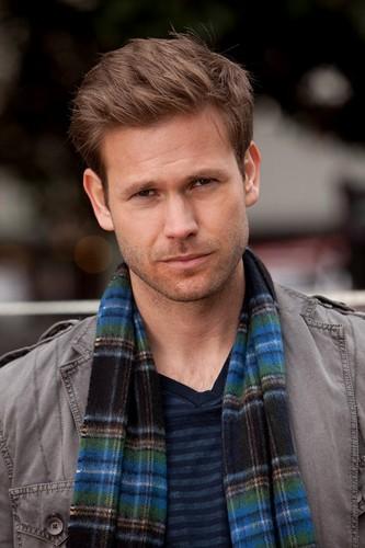 Ovako zamišljam osobu iznad  - Page 4 Matt-The-Vampire-Diaries-Season-One-Episode-Stills-1x15-A-Few-Good-Men-matt-davis-28503338-333-500