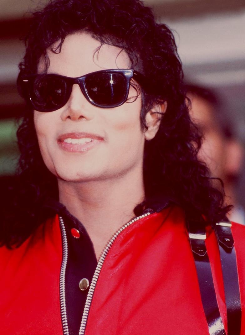 Bad era - Pagina 2 MJ-michael-jackson-30462398-783-1069