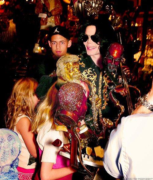 Raridades: Somente fotos RARAS de Michael Jackson. - Página 6 INNOCENT-michael-jackson-30625986-500-589