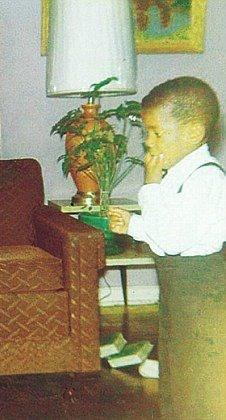 Raridades: Somente fotos RARAS de Michael Jackson. - Página 6 OMG-Michael-as-a-baby-awww-3-michael-jackson-30657178-226-420