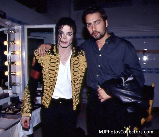 Raridades: Somente fotos RARAS de Michael Jackson. - Página 6 YOU-ARE-PERFECTION-MY-DARLING-MICHAEL-michael-jackson-30636509-555-480