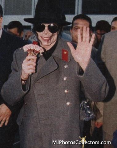 Raridades: Somente fotos RARAS de Michael Jackson. - Página 6 YOU-ARE-PERFECTION-MY-DARLING-MICHAEL-michael-jackson-30636515-380-480