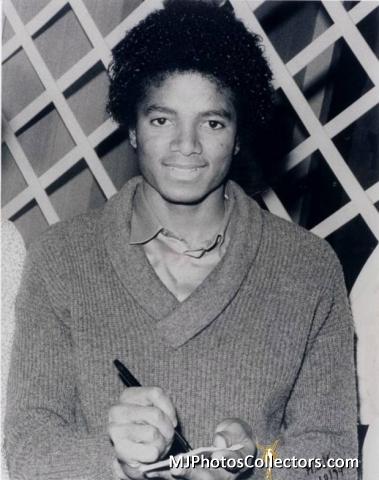 Raridades: Somente fotos RARAS de Michael Jackson. - Página 6 Michael-michael-jackson-30629488-379-480