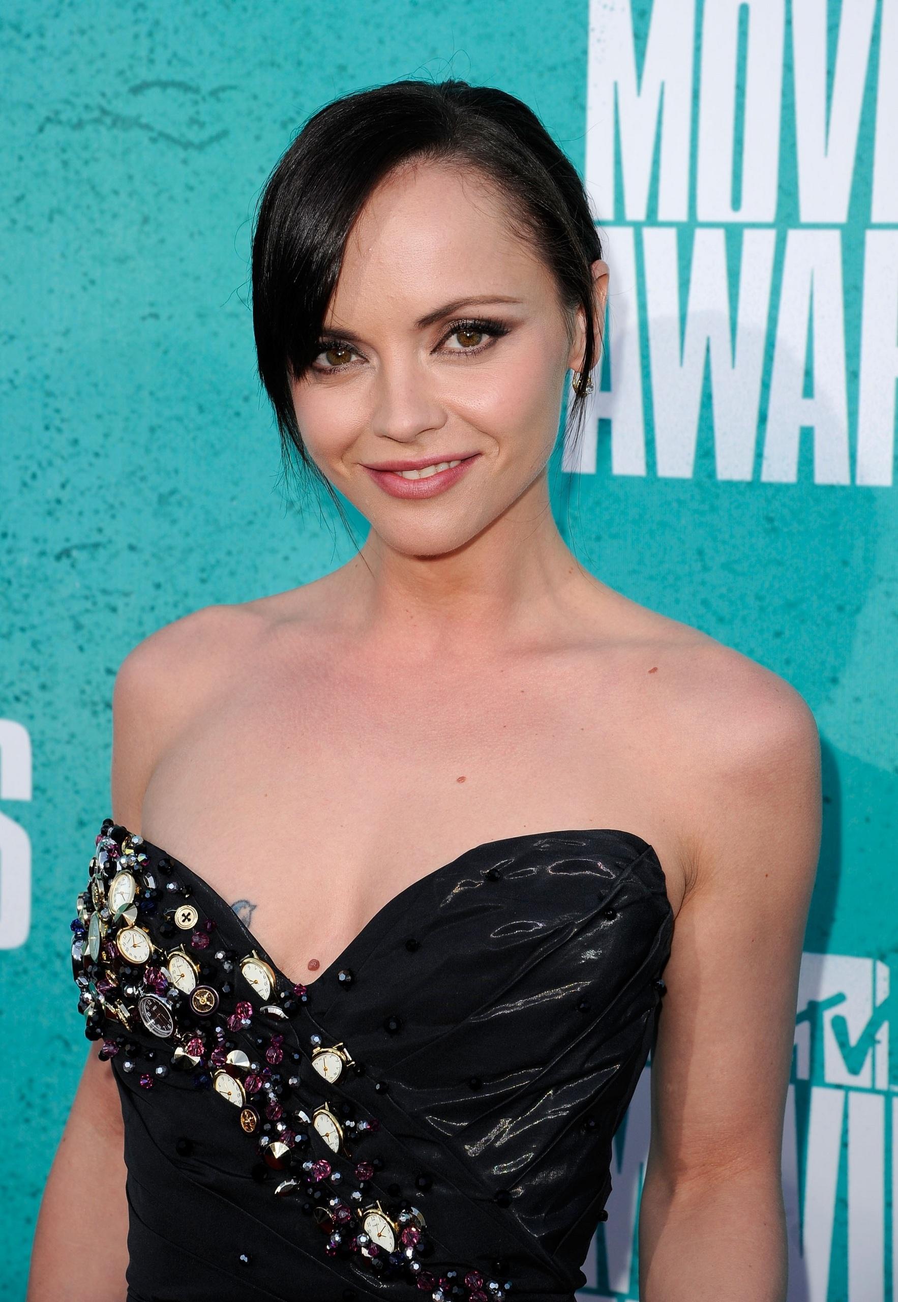 Strani compagni di letto - Pagina 4 2012-MTV-Movie-Awards-christina-ricci-31045242-1766-2560