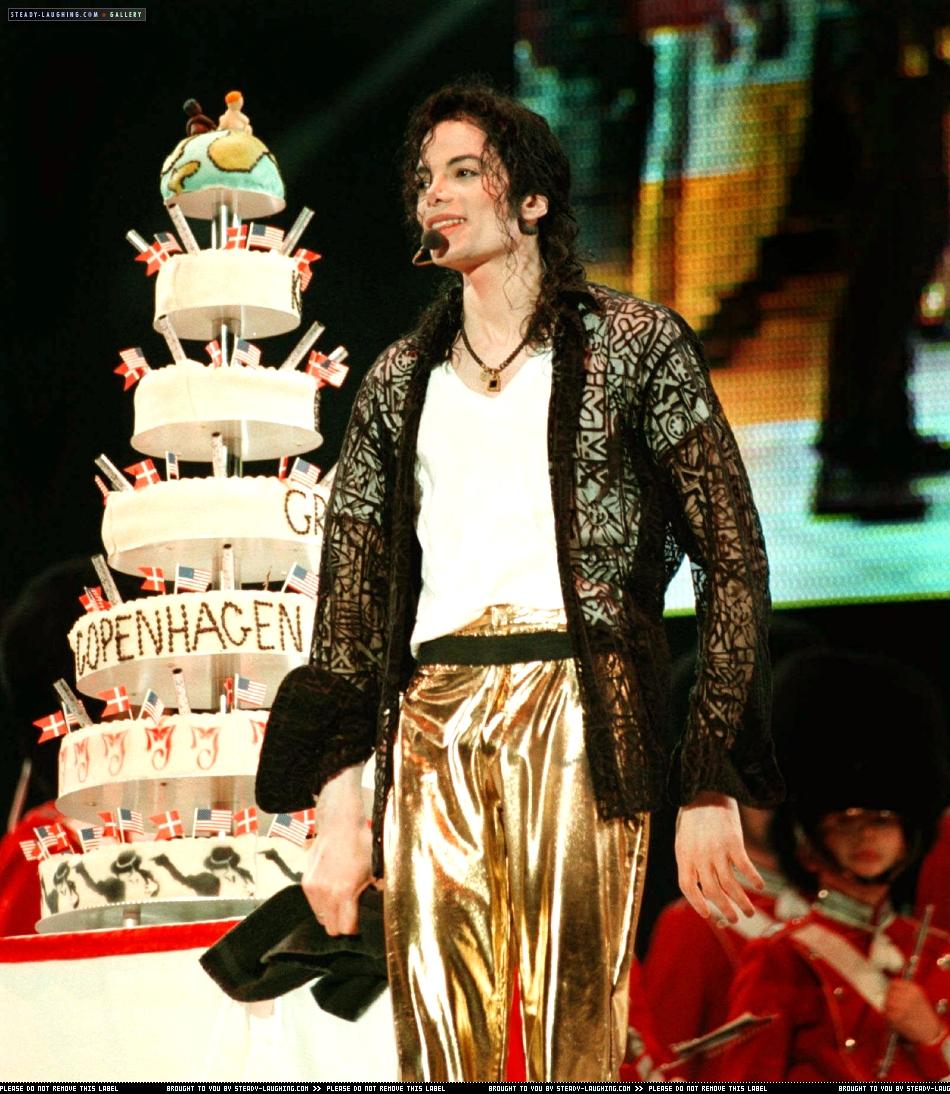 [NUOVE FOTO] Prince, Paris e Blanket Jackson  - Pagina 9 Michael-s-39th-Birthday-In-Copenhagen-Denmark-michael-jackson-31559484-950-1094