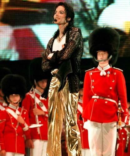 [NUOVE FOTO] Prince, Paris e Blanket Jackson  - Pagina 9 Michal-s-39th-Birthday-In-Copenhagen-Denmark-michael-jackson-31698436-416-500
